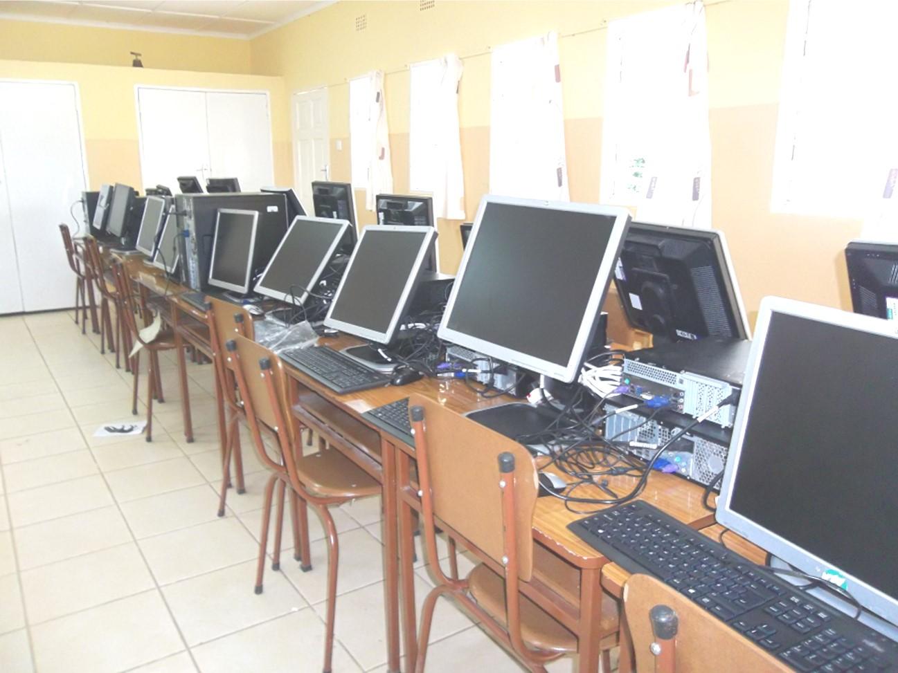 Computer für die Barfussschule